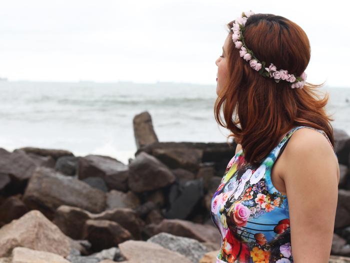 juliana-duarte-juliedebatom-praia-floral-pes-mar-pedras