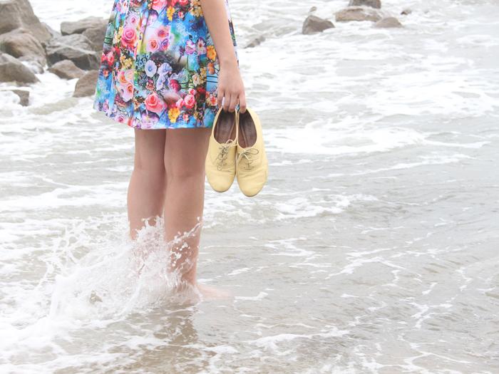 juliana-duarte-juliedebatom-praia-floral-pes-mar